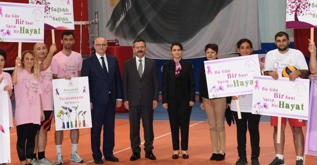 1-31 Ekim Meme Kanseri Farkındalık Ayı Nedeniyle Düzenlenen Voleybol Maçı Sayın Valimiz ve Eşinin Katılımlarıyla Gerçekleştirildi
