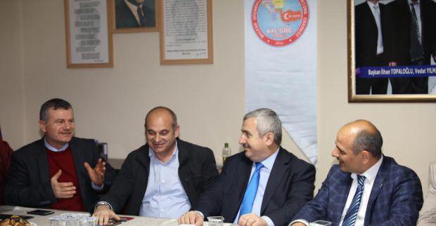 AK Parti Körfez vatandaşla kucaklaşıyor
