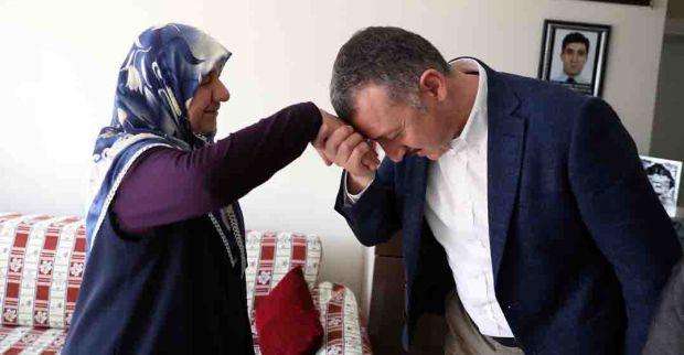 """""""Anneler şefkatin, merhametin  ve fedakârlığın sembolüdür"""""""