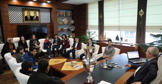 Başkan Baran Şampiyonları Ağırladı