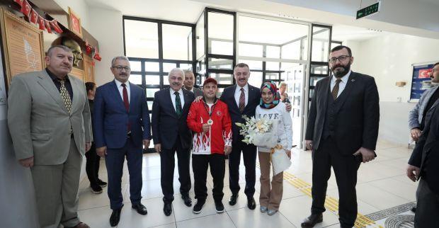 Başkan Büyükakın, engelli merkezlerini ziyaret etti
