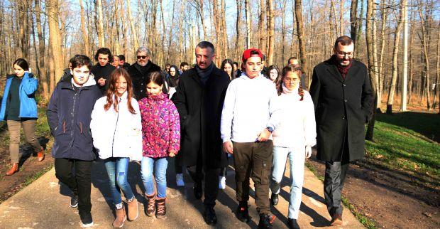 Başkan Büyükakın, Gamonya filminin oyuncuları ile Ormanya'yı gezdi