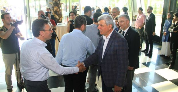 Başkan, Büyükşehir personeliyle bayramlaştı