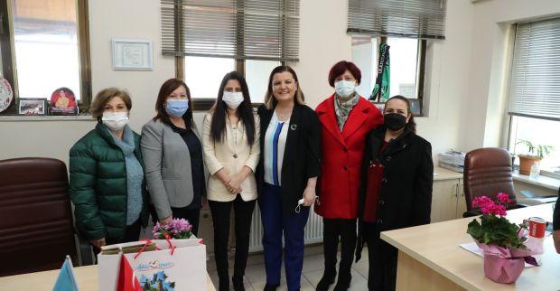 Başkan Hürriyet Kadınlar Günü'nde kadın muhtarları yalnız bırakmadı