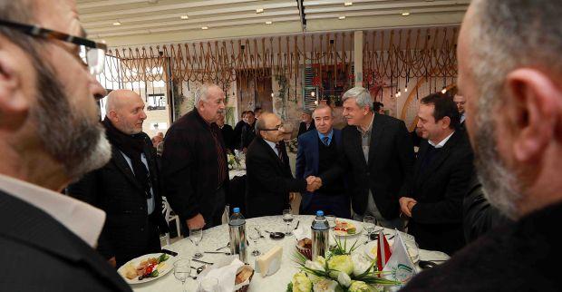 Başkan Karaosmanoğlu, ''Halkımızla birlikte yürüyoruz''
