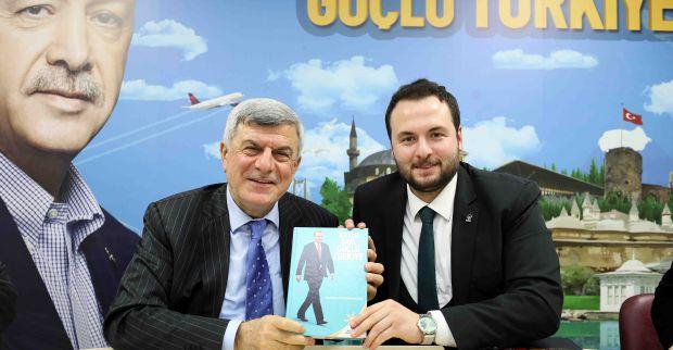Başkan Karaosmanoğlu, 'Mehmet Akif'i ve Necip Fazıl'ı çok iyi anlayın