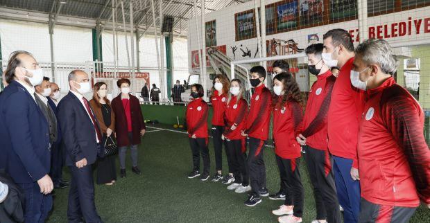 Başkan Söğüt, sporcuları uğurladı