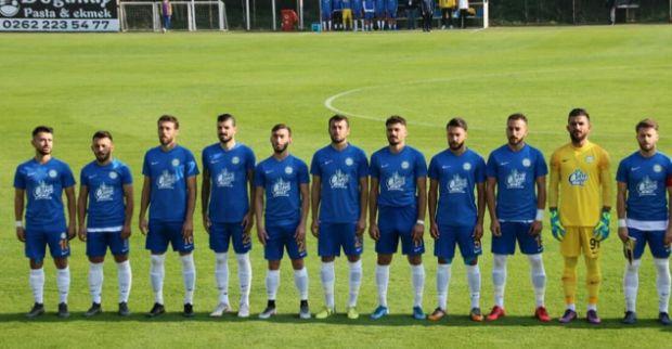 Belediye Derince Spor 10 kişi kaldığı maçta galibiyeti kaçırdı