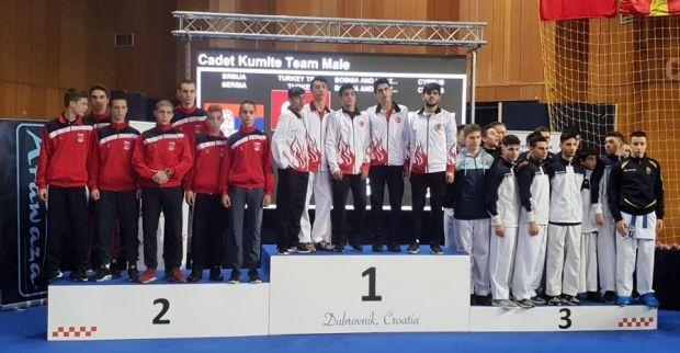 Büyükşehirli karateciler Avrupa'da esti