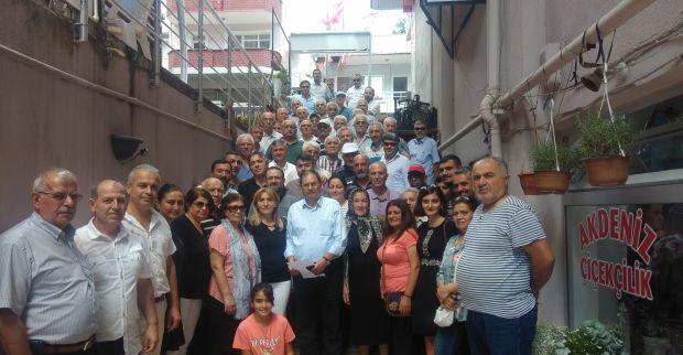 CHP Derince İlçe Başkanı Nihat Değer parti binasında İstanbul İl Başkanı Canan Kaftancıoğlu için basın açıklaması yaptı.