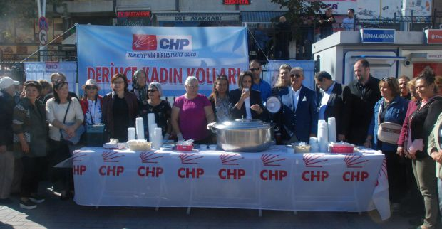 CHP Kadın kolları meydanda aşure dağıttı