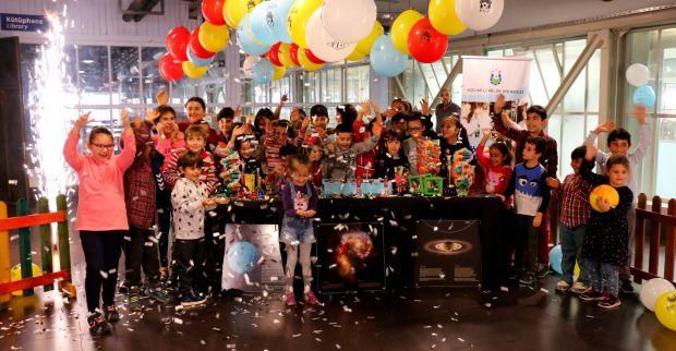 Çocuklara, bilim temalı doğum günü