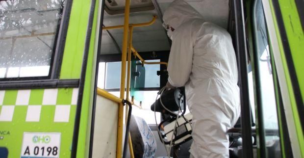 Derince'de Halk Otobüsleri Dezenfekte Ediliyor