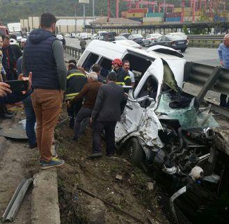 Dilovası'nda büyük kaza:  Vali Aksoy'un ve kaymakamların eşleri yaralandı