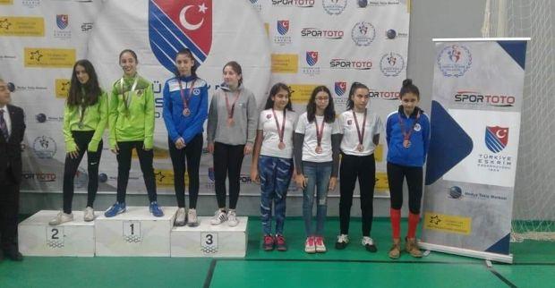 Eskrimciler Türkiye şampiyonasından  3 madalya ile döndü