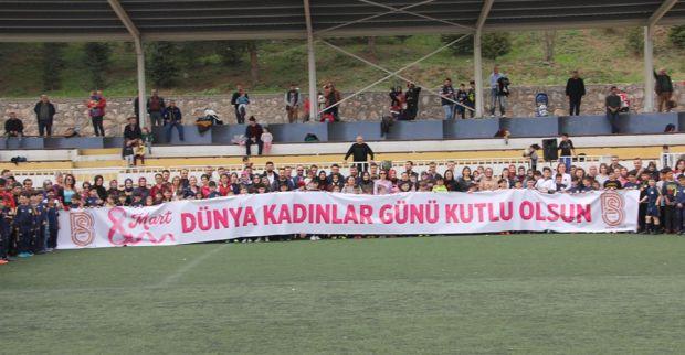 Futbol Okulu Öğrencilerinden 8 Mart Dünya Kadınlar Günü Etkinliği
