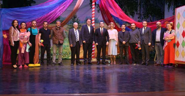 """İZGAZ Çocuk Tiyatrosu, 10. yaşını """"Sihirli Sandık"""" özel gösterimleriyle kutluyor"""