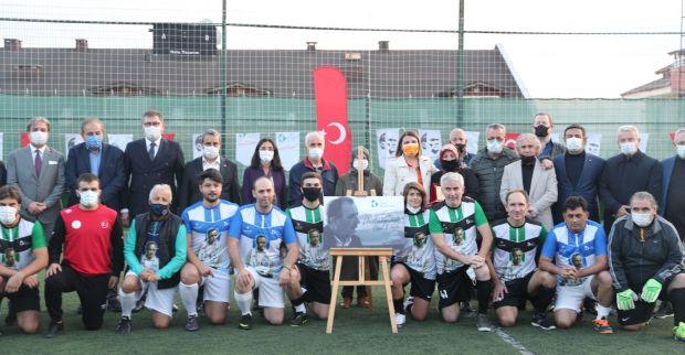 İzmit Belediyesi Ahmet Akay'ın adını spor tesisine verdi