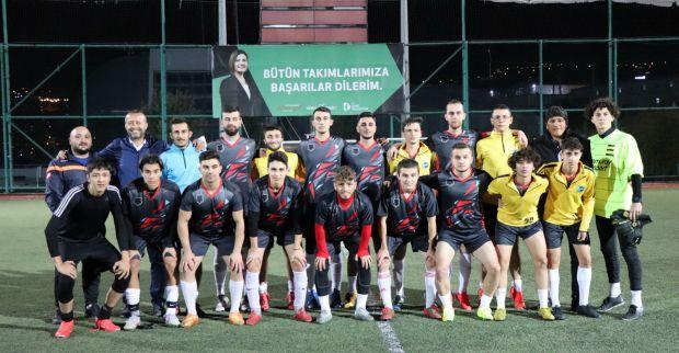İzmit Belediyesi Başkanlık Kupası'nda heyecan aralıksız devam ediyor