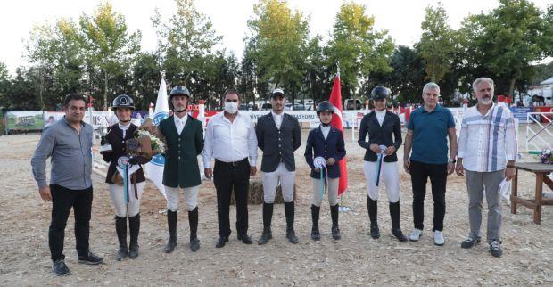 İzmit Belediyesi Gazi Mustafa Kemal Kupası Binicilik yarışları Gebze'de nefesleri kesti
