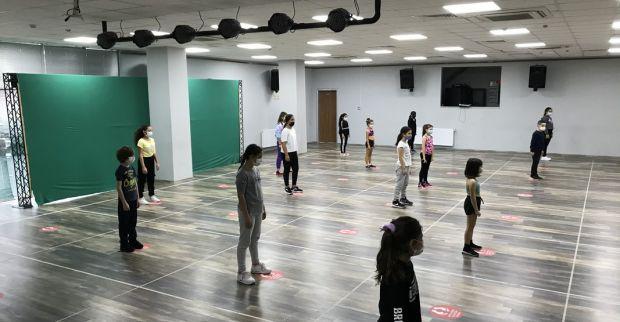İzmit Belediyesi Sahne İzmit Halk Dansları eğitimleri başladı