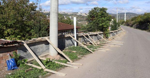 İzmit Belediyesi'nden  Karadenizliler Mahallesi'ne parapet