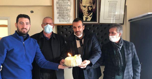 İzmit Belediyesinden muhtarlara doğum günü sürprizi