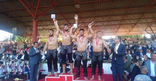 İzmit Belediyesporlu güreşçiler Kırkpınar'da fırtına gibi esti
