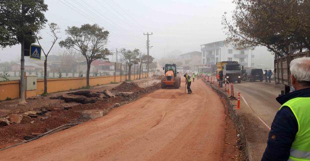 İzmit'te 4,5 kilometrelik  yolun asfaltına başlandı