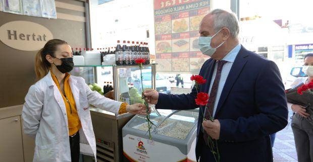 Kadınlar Günü Çiçeği Başkan Aygün'den