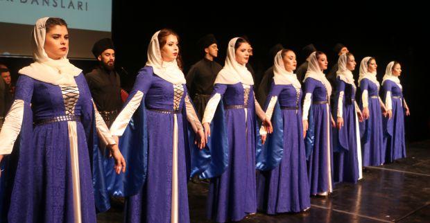 Kafkaslar Mehmetçiğe savaş dansıyla selam gönderdi