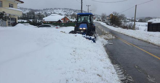 Kar bıçakları, köylerdeki yolları açık tutuyor