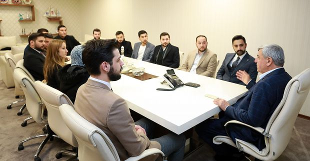 """Karaosmanoğlu, """"Davası olan ve ülkesini seven gençlerle gurur duyuyorum"""""""