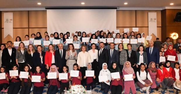 """Kızlar İçin STEM Eğitim Programı""""nın Kapanış ve Sertifika Töreni Sayın Valimiz ve Eşinin Katılımlarıyla Gerçekleştirildi."""