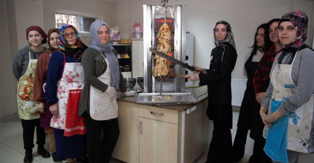 KO-MEK Türk Mutfağı'nda döner yapmayı öğreniyorlar