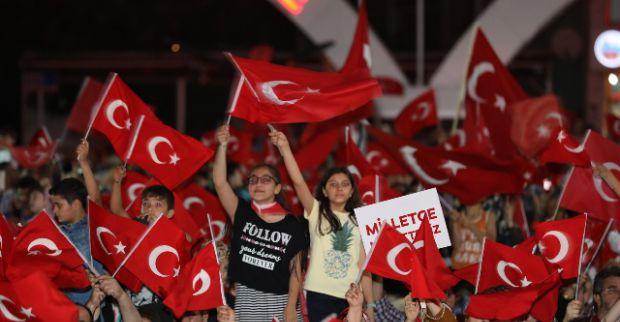 Körfez 'demokrasi' İÇİN AYAKTAYDI