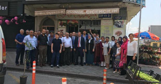 MHP İlçe binası önünde bayramlaştı