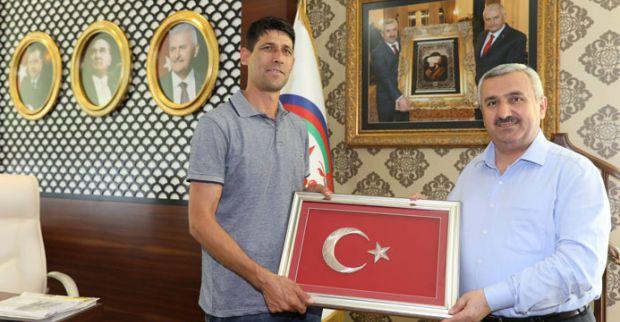 Ömer Halisdemir'in kardeşi Körfez'e geldi