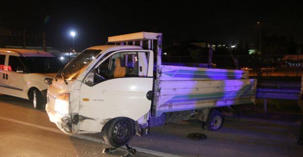 Polisten kaçan kamyonet kaza yaptı: 4 yaralı