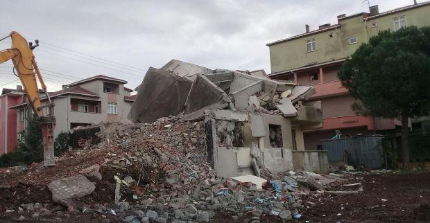 Tehlikeli metruk binalar yıkılıyor
