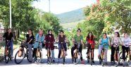 Akademi Liseliler, sağlık için pedal...