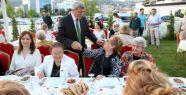 Başkan Karaosmanoğlu, huzurevi sakinleriyle...