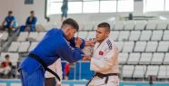 Judocular ay yıldızlı forma için mücadele...