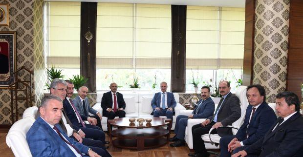 Ulaştırma Ve Altyapı Bakanı Mehmet Cahit  Turhan ,  Körfez İlçe Belediye Başkanını Ziyaret Etti