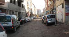 Çeşme sokakta asfalt yağmur suyu hattından sonra