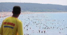 204 kişi boğulmaktan son anda kurtarıldı