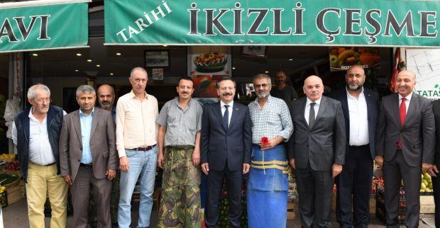 Vali Aksoy, Ahilik Haftası Münasebetiyle İzmit İlçesi'ndeki Esnafları Ziyaret Etti