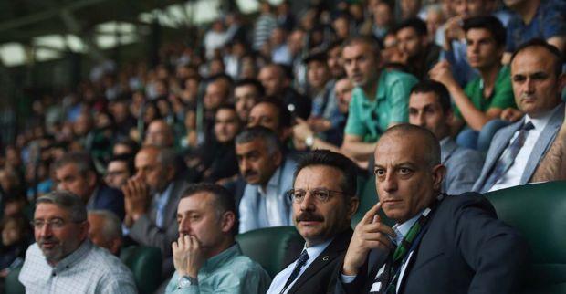 Vali Aksoy   Kocaelispor'un  Play-Off Yarı Final Mücadelesini İzledi