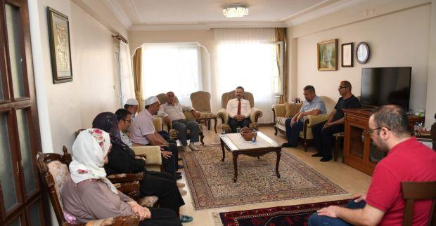 Vali Aksoy, Vefat Eden Emekli Vali Yardımcısı Necdet Ataman'ın Ailesine Taziye Ziyaretinde Bulundu