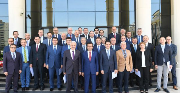Vali Güzeloğlu'ndan eğitimcilere başarı belgesi